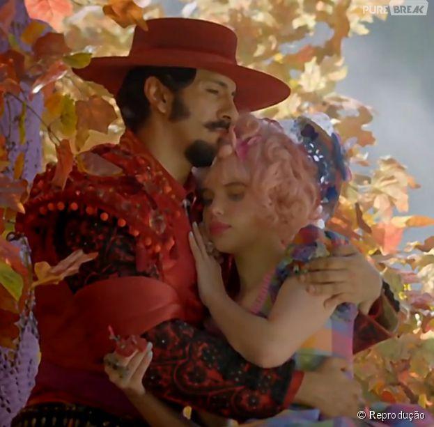 """Em """"Meu Pedacinho de Chão"""", Juliana (Bruna Linzmeyer) e Zelão (Irandhir Santos) vão reatar seu namoro"""
