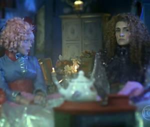 """Em """"Meu Pedacinho de Chão"""", Juliana (Bruna Linzmeyer) têm ajudado Gina (Paula Barbosa) com seus dilemas amorosos"""