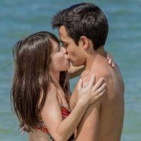 """Novela """"Malhação"""": Benê (Daphne Bozaski) e Guto se beijam pela 1ª vez!"""