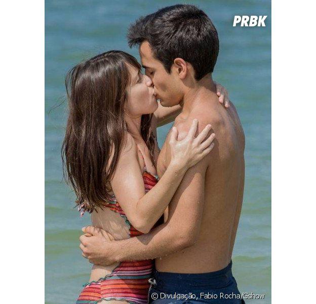 """Novela """"Malhação"""": Guto (Bruno Gadiol) e Benê (Daphne Bozaski) irão se beijar pela primeira vez durante viagem ao Rio de Janeiro!"""
