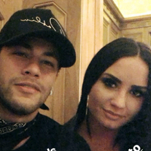 """Demi Lovato e Neymar Jr. saem juntos após jogo do Brasil e fãs shippam: """"To adorando"""""""