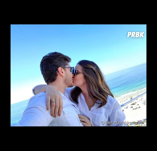 Camila Queiroz e Klebber Toledo planejam casamento simples