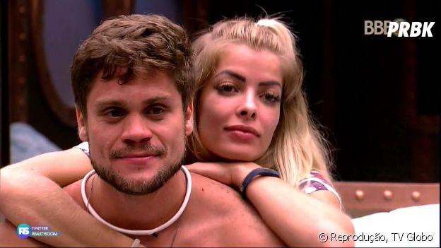 """No """"BBB18"""", Breno dá selinho em Jaqueline e diz para Patrícia e Kaysar que a biomédica não é o seu estilo"""