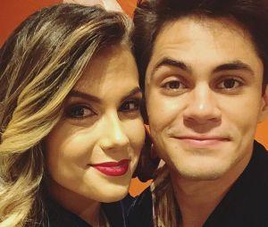 """Lucas Veloso e Nathalia Melo, que iniciaram um romance na """"Dança dos Famosos 2017"""", estão namorandoà distância. O humorista vive na Paraíba e a dançarina mora em São Paulo."""