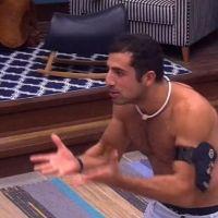 """No """"BBB18"""", Kaysar flagra filhote de cobra na casa e brothers se desesperam: """"Será que é venenosa?"""""""