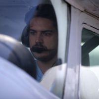 """Na novela """"Boogie Oogie"""": Após acidente, Rafael volta a pilotar avião"""