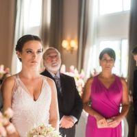 """Novela """"O Outro Lado do Paraíso"""": Clara (Bianca Bin) desmascara Renato em casamento! Veja fotos"""