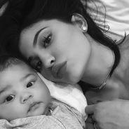 Kylie Jenner posta primeira selfie com a filha Stormi no Instagram