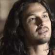"""Em """"Deus Salve o Rei"""", Afonso (Romulo Estrela) escuta de Catarina (Bruna Marquezine) que ela quer se tornar sua aliada"""