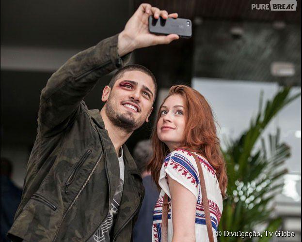Daniel Rocha e Marina Ruy Barbosa tiram selfie para postar no Instagram