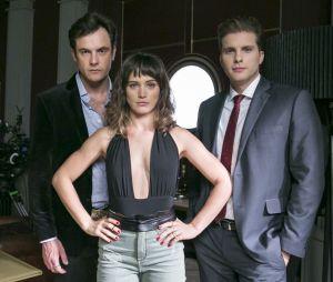 """Em """"O Outro Lado do Paraíso"""", Clara (Bianca Bin) pode ficar sem Gael (Sergio Guizé) e Patrick (Thiago Fragoso)"""