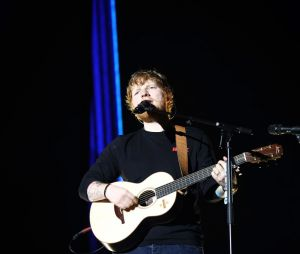 "Ed Sheeran lança clipe de ""Happier"", quinto single do álbum ""Divide"""