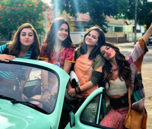 """Giovanna Lancellotti fala sobre """"Tudo Por Um Popstar"""" e filmagens com Maisa Silva, Mel Maia e Klara Castanho"""
