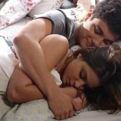 """Na novela """"Malhação"""": Mari confirma gravidez e dorme de conchinha com Jeff"""