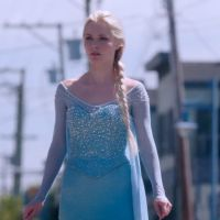 "Na 4ª temporada de ""Once Upon a Time"": Elsa aparece surpreendendo os personagens"