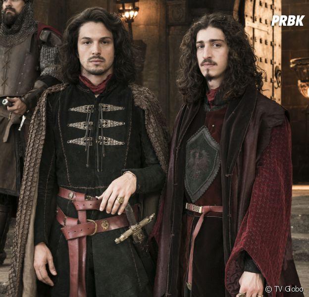 """Em """"Deus Salve o Rei"""": Afonso (Romulo Estrela) descobre plano de Rodolfo (Johnny Massaro) e o expulsa do reino"""