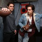 """KJ Apa, de """"Riverdale"""", escolhe as casas de """"Harry Potter"""" dos seus colegas de elenco!"""