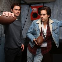 "KJ Apa, de ""Riverdale"", escolhe as casas de ""Harry Potter"" dos seus colegas de elenco!"