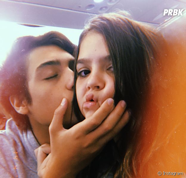 Aos 14 anos, Mel Maia namora pela primeira vez, com direito a aliança de compromisso e tudo!