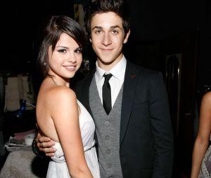 """Selena Gomez e David Henrie, de """"Os Feiticeiros de Warvely Place"""", se reencontram na Itália!"""