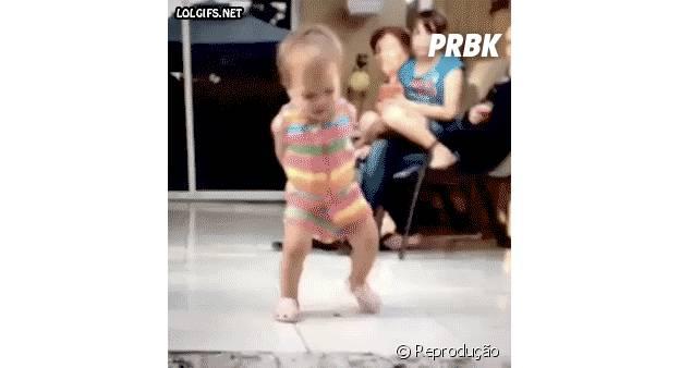 Bebezinha dançando com estilo