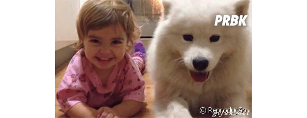 Menina e cachorro são melhores amigos