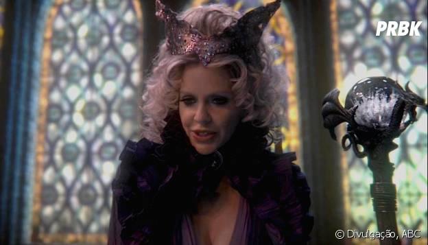 """Os fãs de Kristin Bauer nem terão tempo de sentir saudades. Atriz está de volta às telinhas, em """"Once Upon a Time"""""""
