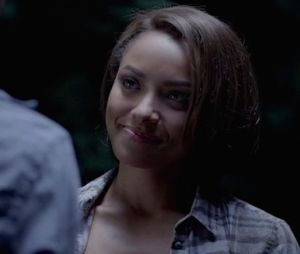 "Kat Graham é grosseira com fãs de ""The Vampire Diaries"" no Twitter"