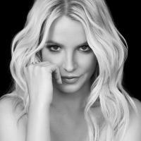 """Britney Spears responde perguntas dos fãs no Twitter e revela quem seria ideal para interpretá-la: """"Natalie Portman!"""""""