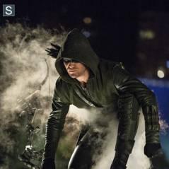 """Veja o elenco de """"Arrow"""" nos hilários erros de gravação da 2ª temporada"""