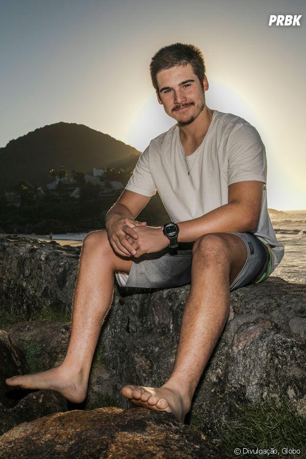 """Em """"O Tempo Não Para"""", Samuca (Nicolas Prattes) seria de Peixes"""