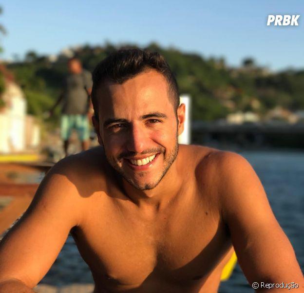 """Do BBB, Matheus Lisboa será Pierre, fiel escudeiro de Zelda (Adriane Galisteu) na novela """"O Tempo Não Para"""""""
