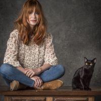 """Luz e o gato León têm uma ligação mágica em """"O Sétimo Guardião"""" e a gente já sabe o motivo!"""