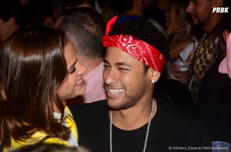 Neymar Jr. ironiza boatos sobre namoro através de hashtag em foto com Gil Cebola e mais duas amigas