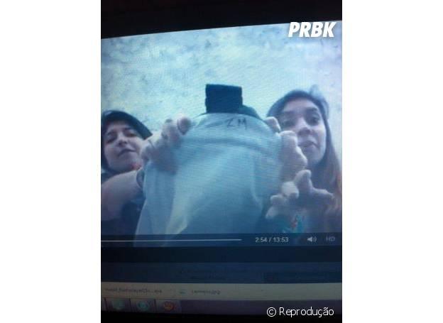 """As """"fãs"""" peruanas conseguiram driblar os seguranças e pegar a mala de Zayn Malik no aeroporto"""