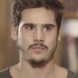 """Em """"O Tempo Não Para"""": Samuca (Nicolas Prattes) recupera a SamVita por causa de Eliseu (Milton Gonçalves)"""