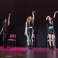 Meninas do Fifth Harmony levam tombo no palco em show no Rio de Janeiro