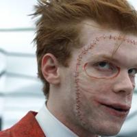 """Teaser de """"Gotham"""" mostra comemoração pela morte de Jeremiah e o encontro de Gordon com Bane"""
