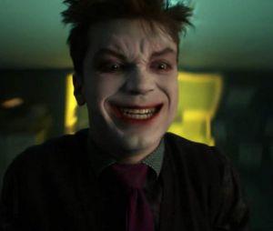 "Em ""Gotham"", Jeremiah(Cameron Monaghan) morre e Barbara (Erin Richards) comemora"