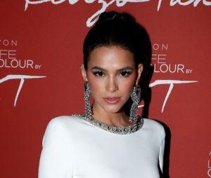 Bruna Marquezine faz desabafo sobre os ataques que tem recebido na internet