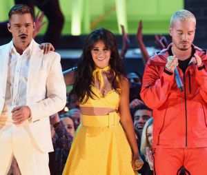 Camila Cabello se apresentou com Ricky Martin e J Balvin no Grammy 2019