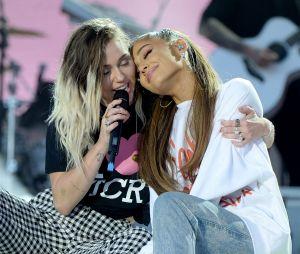 Ariana Grande se revolta com fã que questionou sua amizade com Miley Cyrus e Demi Lovato