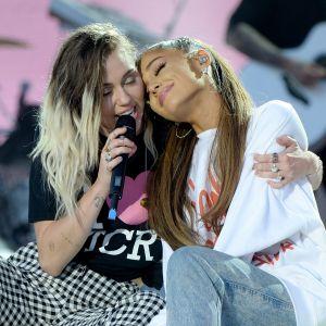 Ariana Grande chama fã de doida após comentário sobre amizade com Miley Cyrus e Demi Lovato