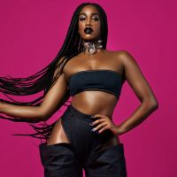 Iza, a dona do pop brasileiro, foi enaltecida por fãs e se emocionou no meio de uma entrevista