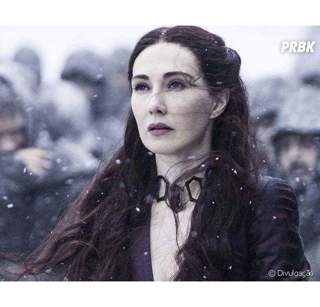 """De """"Game of Thrones"""": Carice Van Hounten, que interpreta a Melisandre, divulgou trecho da nova abertura"""