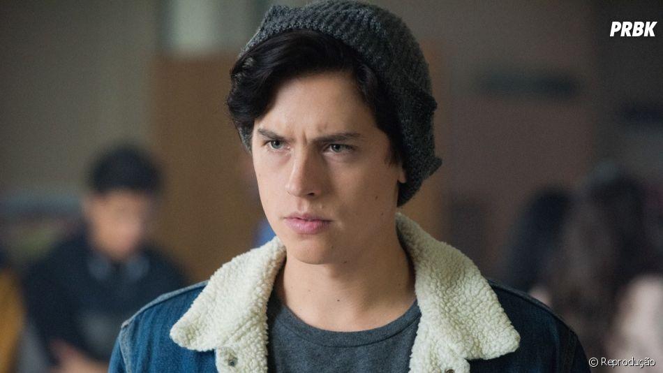"""Em """"Riverdale"""": Jellybean(  Trinity Likins), irmã de Jughead (Cole Sprouse), é levada para o Rei Gárgula"""