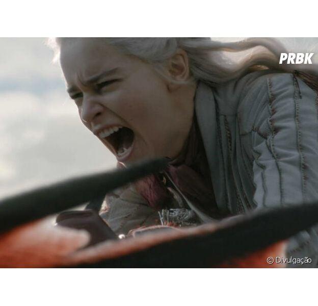 """Em """"Game of Thrones"""", tudo indica que Daenerys (Emilia Clarke) vai se transformar na nova vilã da série!"""