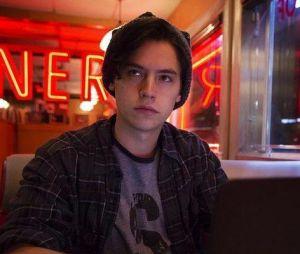 """Jughead (Cole Sprouse) descobre identidade do Rei Gárgula em """"Riverdale"""""""