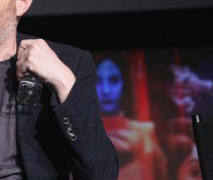 """""""Black Mirror"""": Charlie Brooker, criador da série, disse que veremos um """"crossover Marvel-DC que ninguém estava esperando"""""""
