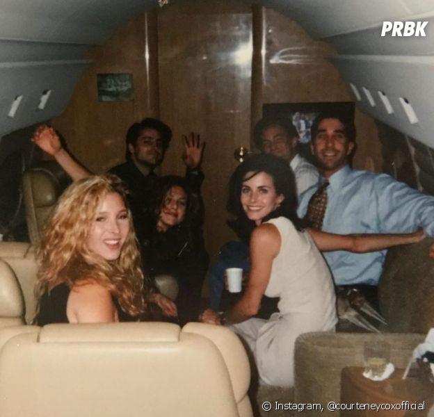 """""""Friends"""": Courteney Cox (Monica), Lisa Kudrow (Phoebe), Matt LeBlanc (Joey), Jennifer Aniston (Rachel), Matthew Perry (Chandler) e David Schwimmer (Ross), em clique icônico antes da série estrear."""